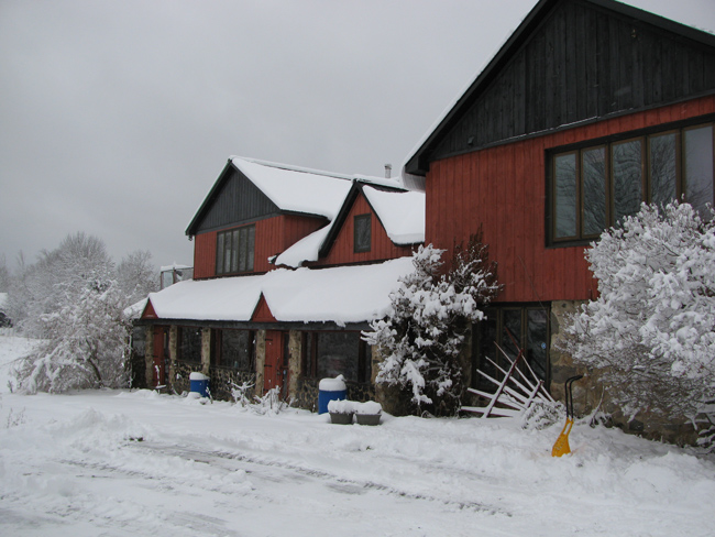 farm-house-front-snow-covered-IMG_8368